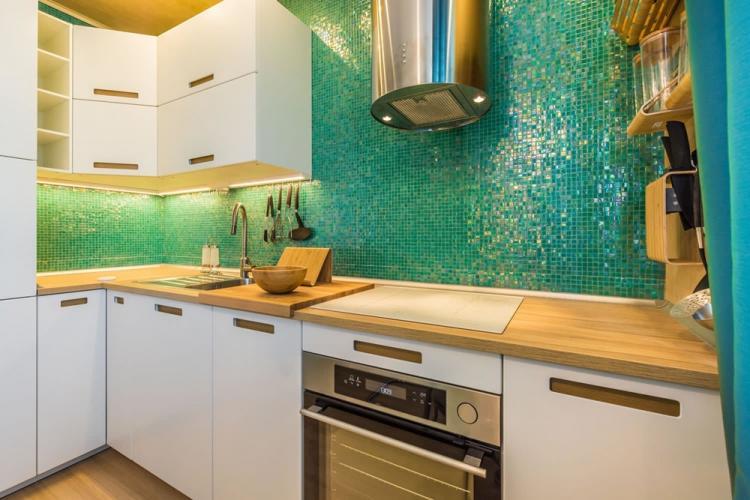 Фартук на кухне из мозаики