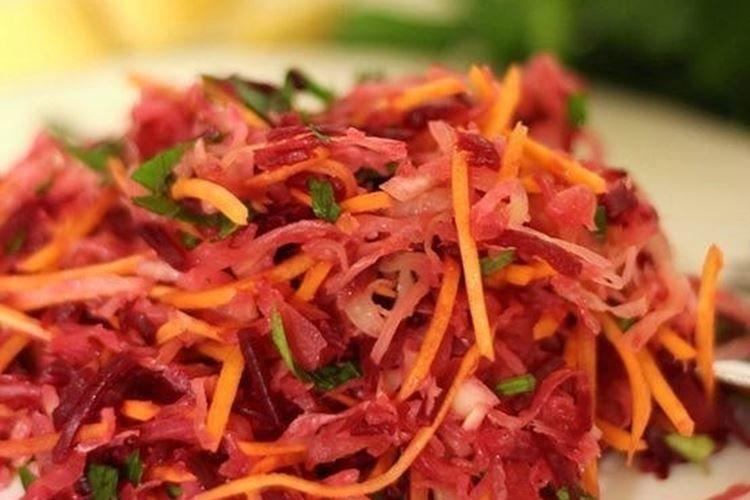 Салат со свеклой и квашеной капустой