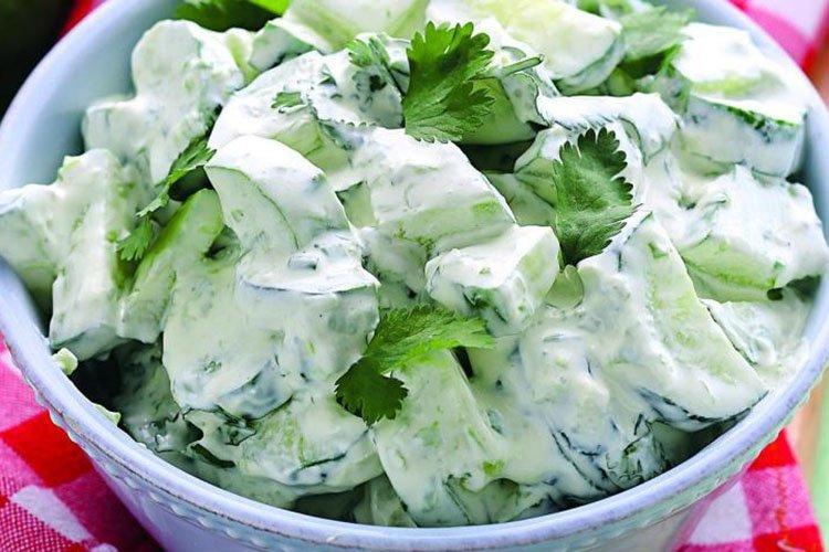 Салат со свежими огурцами по-фламандски