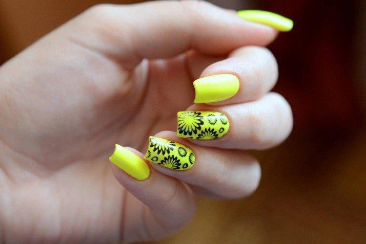 Цветной маникюр на квадратные ногти