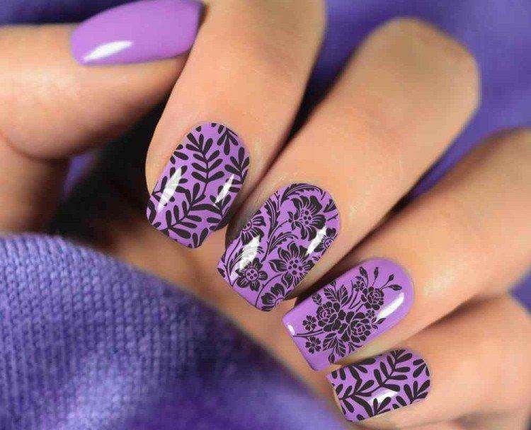 Фиолетовый маникюр со стемпингом