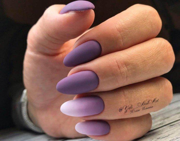 Матовый фиолетовый маникюр