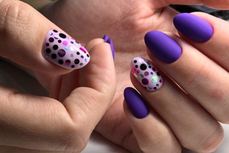 Фиолетовый маникюр с камифубиками