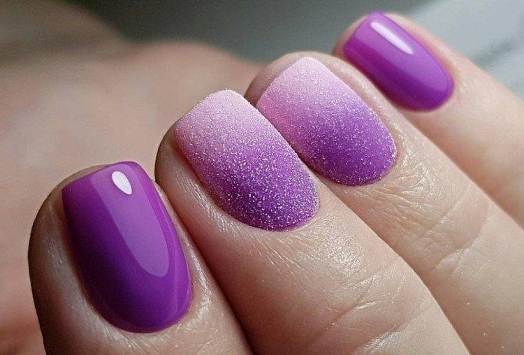 Объемный фиолетовый маникюр
