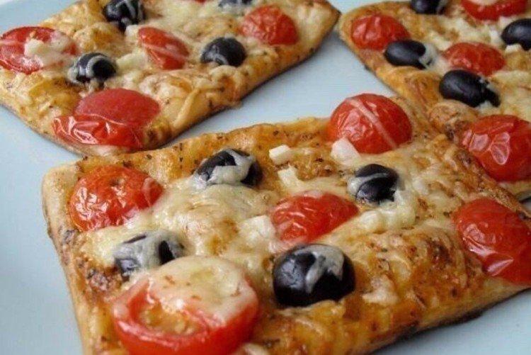 Мини-пицца из слоеного теста