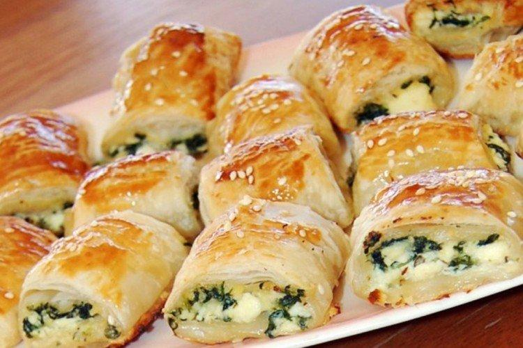 Пирог-закуска из слоеного теста с сыром