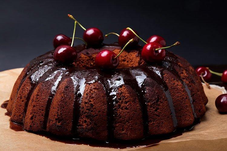 Постный шоколадно-вишневый торт