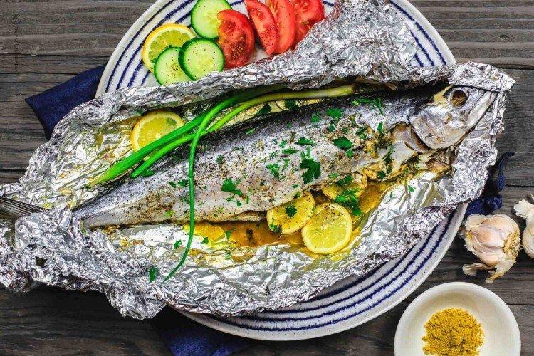 Рыба, запеченная целиком в фольге