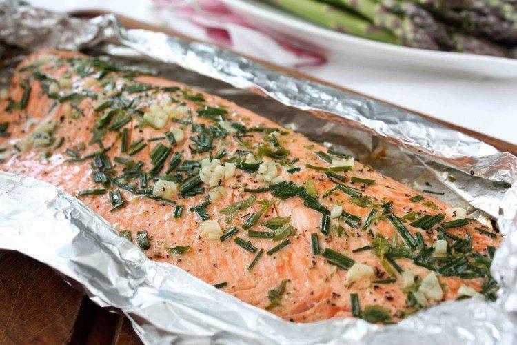 Рыба с зеленью в фольге