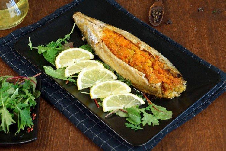 Рыба с луком и морковью в фольге