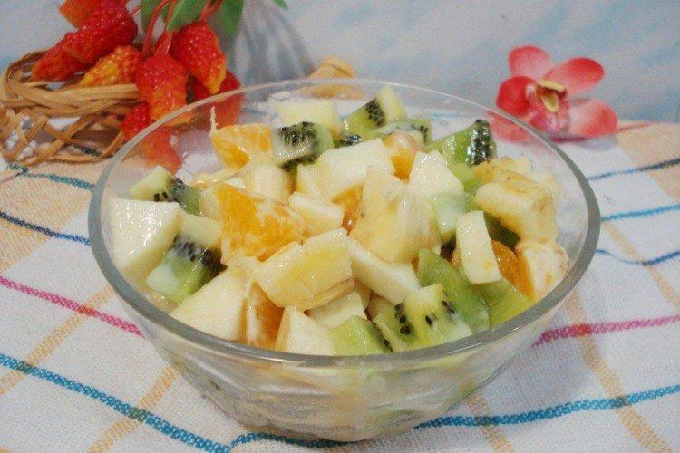 Легкий салат из фруктов