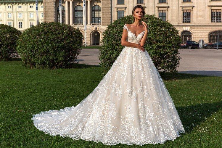 Свадебные платья 2021: тренды и новинки (60 фото)
