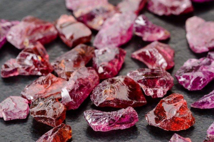 Драгоценные камни: названия, фото и описания (каталог)