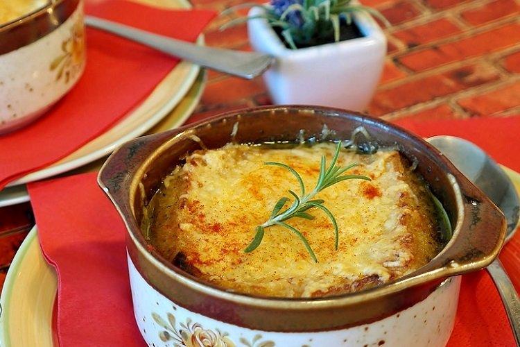 20 луковых супов, которые разнообразят ваше меню