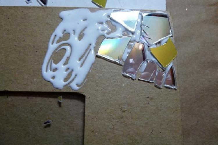 Мозаичная фоторамка из дисков своими руками
