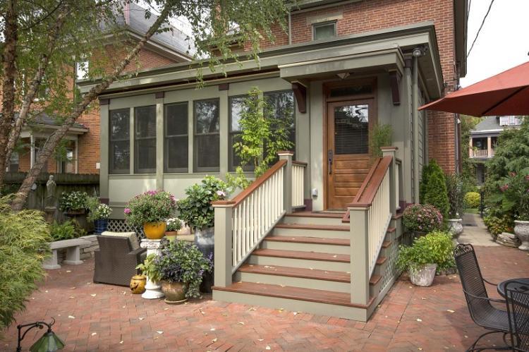 Как оформить крыльцо частного дома: 10 идей