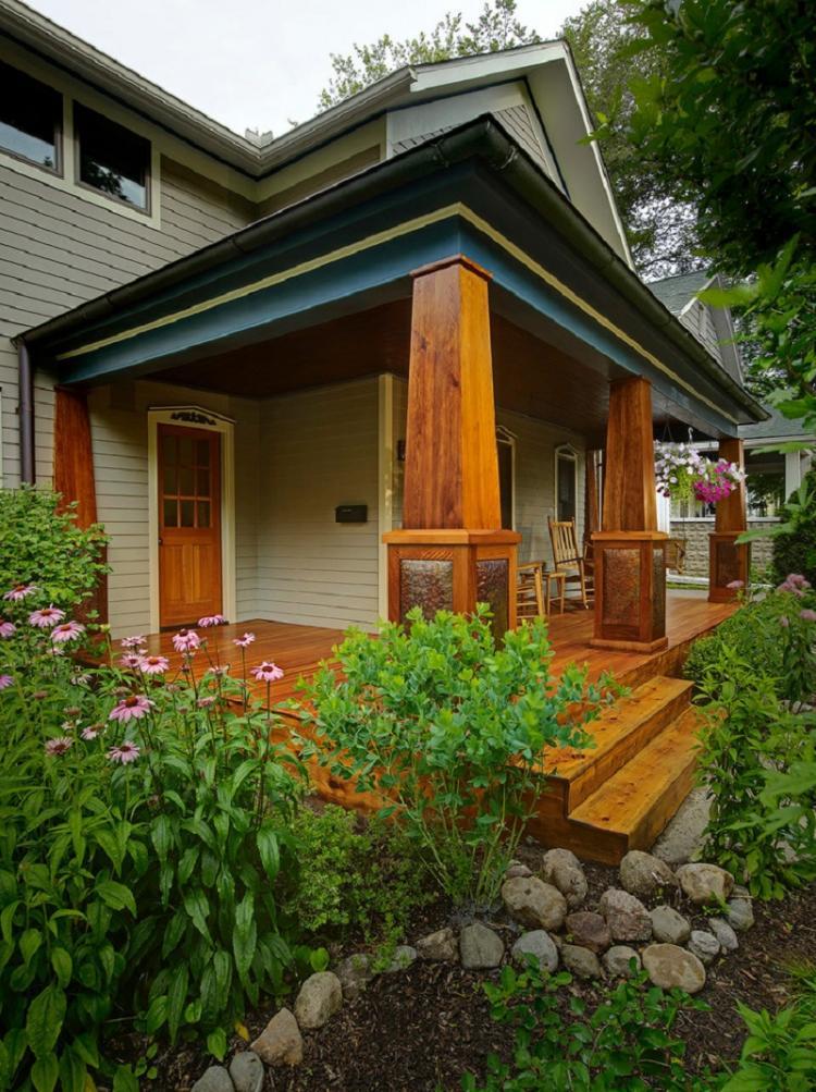 Как оформить крыльцо частного дома - Крыльцо из дерева