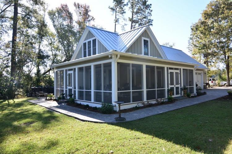 Как оформить крыльцо частного дома - Закрытое крыльцо-веранда