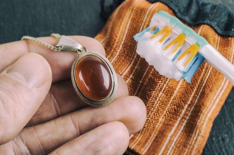 Зубная паста - Как почистить серебро в домашних условиях
