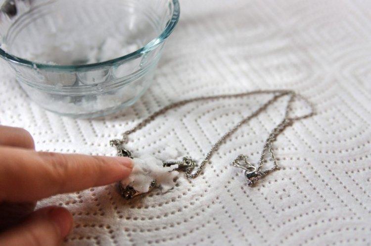 Нашатырь и перекись - Как почистить серебро в домашних условиях