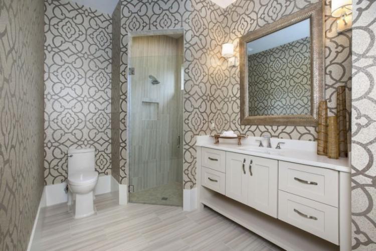 Как подобрать обои к мебели в ванной комнате
