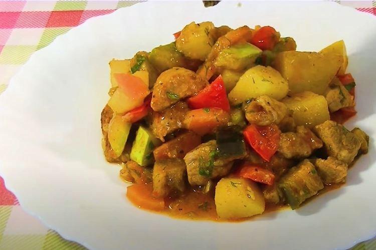 Разноцветное овощное рагу со свининой - пошаговые рецепты с фото