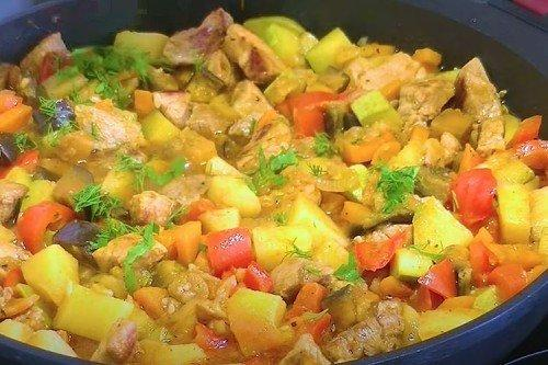 Разноцветное овощное рагу со свининой - рецепты пошагово