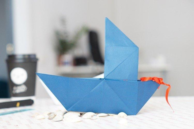 Бумажный кораблик с одним парусом своими руками