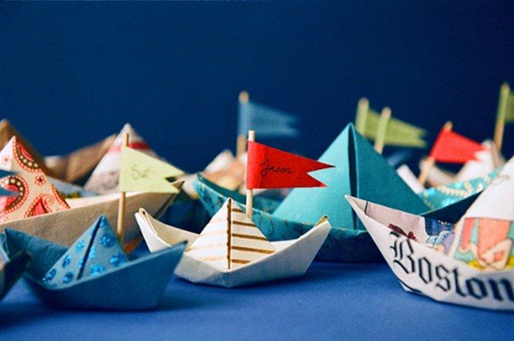 Как украсить бумажный кораблик своими руками