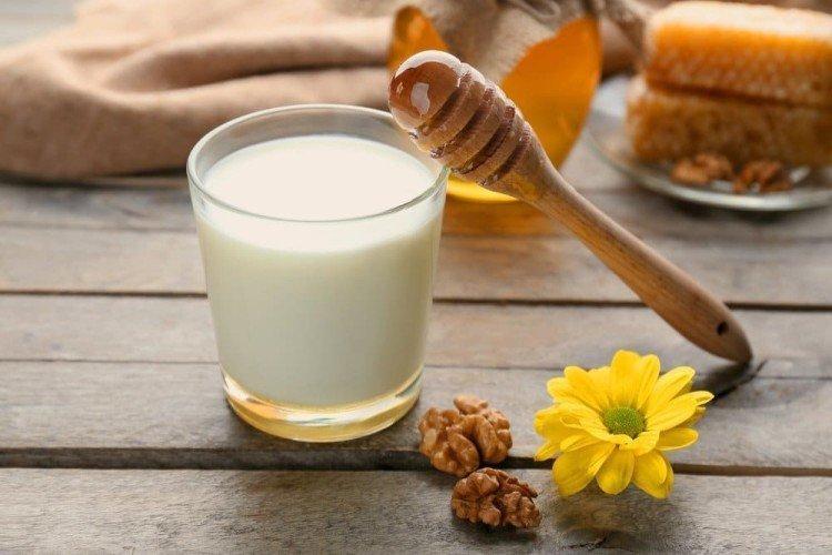 Мед с кефиром - Как убрать синяки под глазами