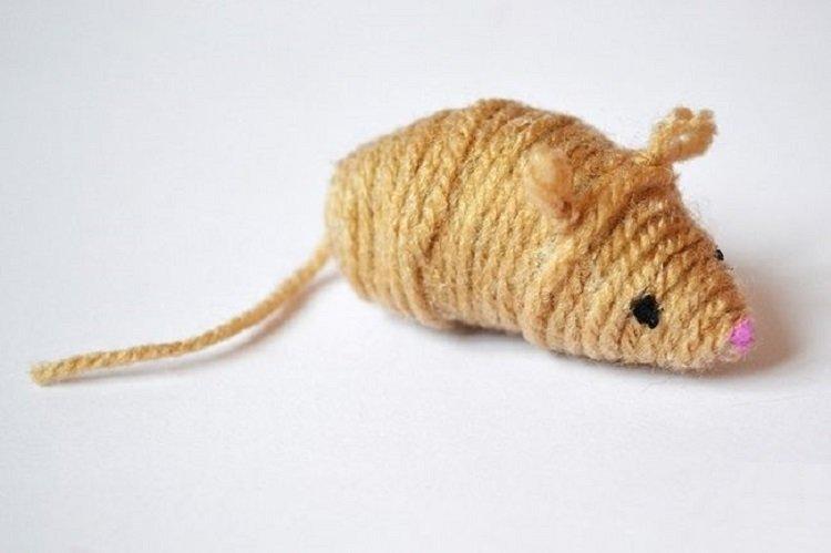 Новогодние крысы из ниток - Как украсить квартиру на Новый год 2020