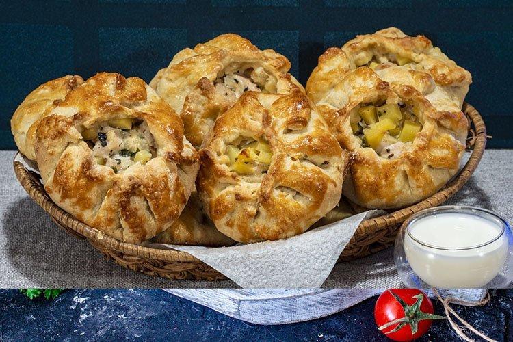 Картошка с мясом в съедобных горшочках в духовке - рецепты