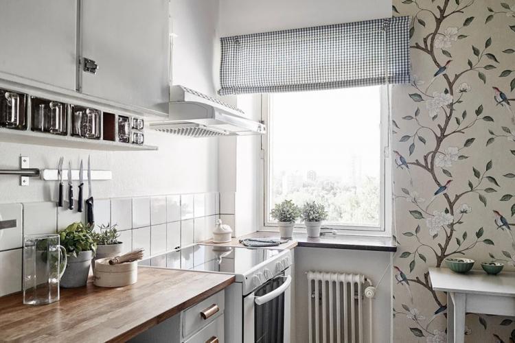 Комбинирование обоев в маленькой кухне