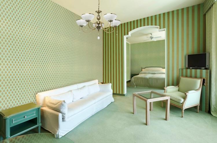 Комбинирование обоев с рисунком - Комбинирование обоев в спальне
