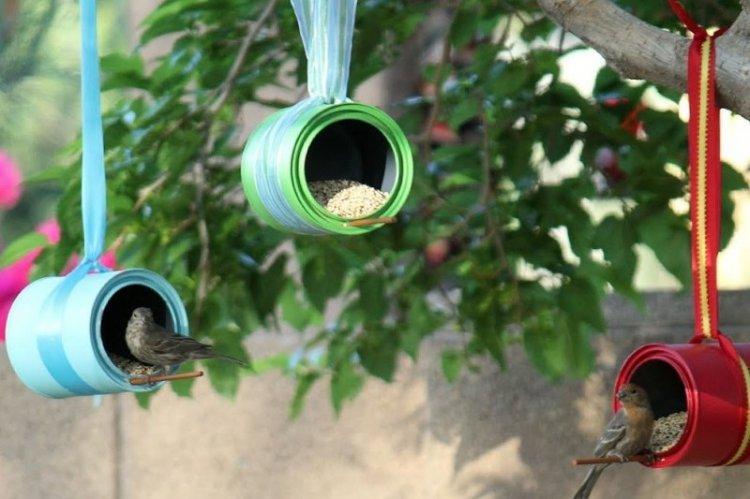Кормушки для птиц из банок своими руками