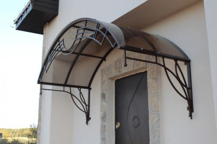 Как сделать навес над крыльцом — лучшие варианты конструкций и способы монтажа