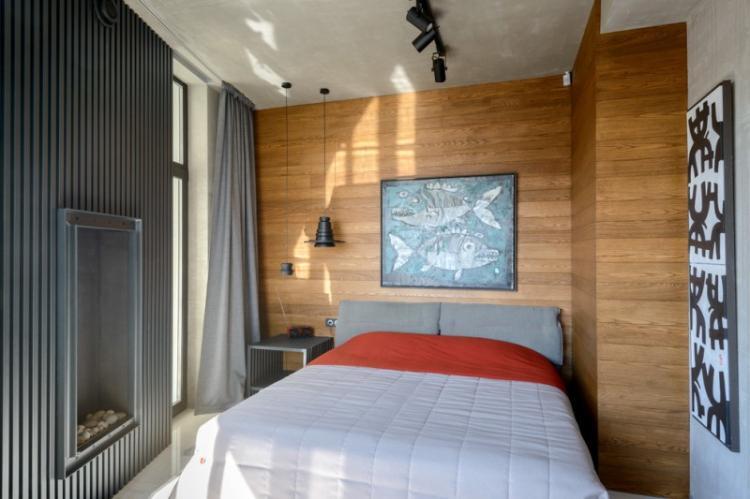 Ламинат на стене в спальне - фото