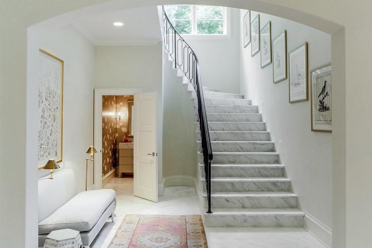 Лестницы на второй этаж из камня