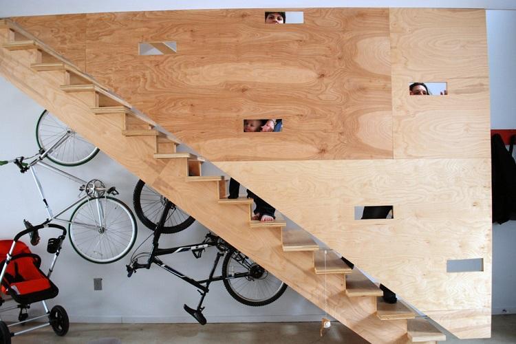 Используем с пользой место под лестницей на второй этаж