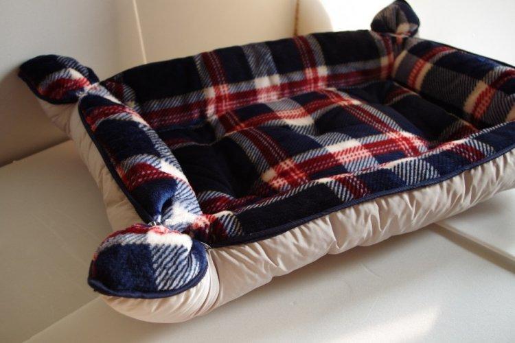 Лежанка для кошки из старого одеяла или подушки своими руками