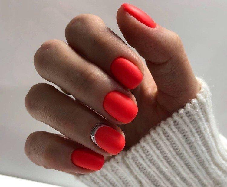 Красный маникюр на короткие ногти 2021