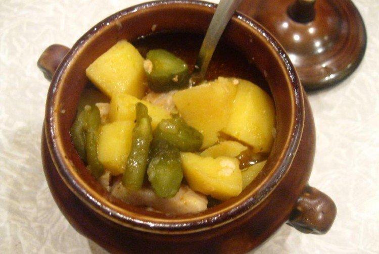 Мясо в горшочке с картошкой и солеными огурцами - рецепты пошагово