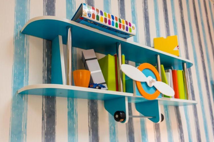 Настенные полки в детской комнате