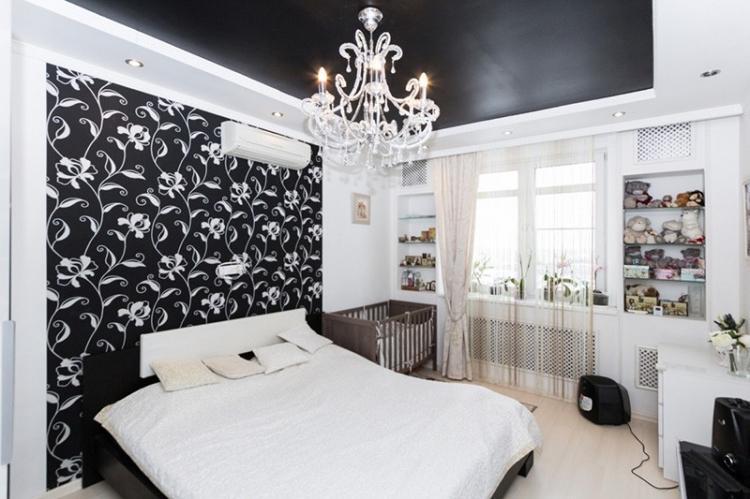 Сатиновые натяжные потолки в спальне