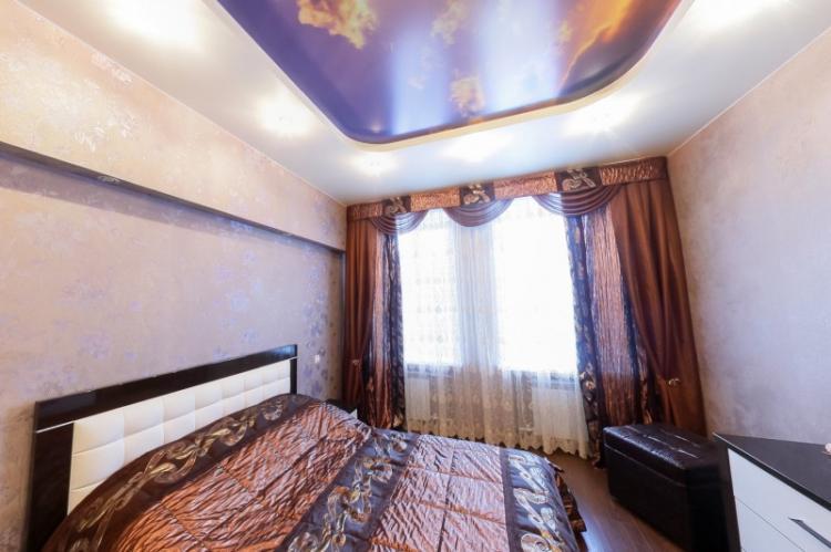 Натяжные потолки с фотопечатью в спальне