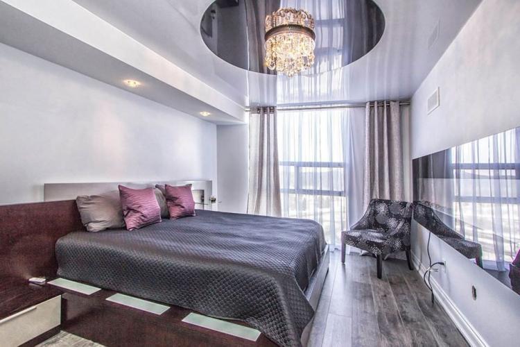 Люстры и подвесные светильники - Освещение и подсветка натяжного потолка в спальне