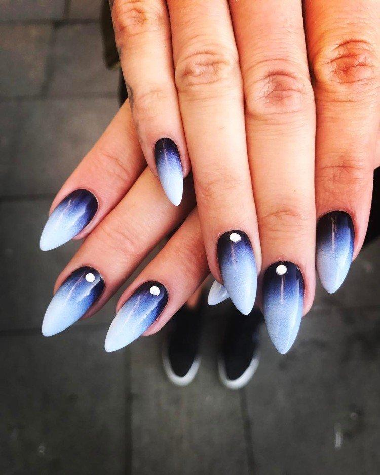 Контрастное омбре на ногтях - фото