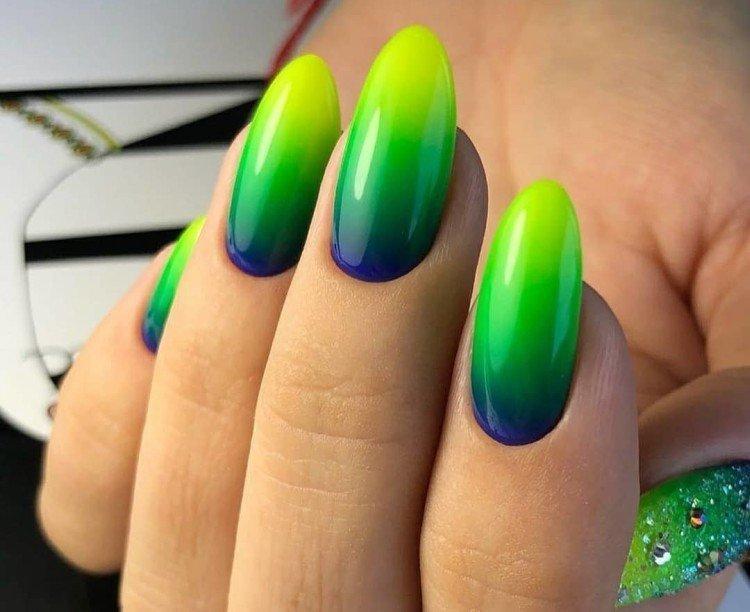 Разноцветное омбре на ногтях - фото