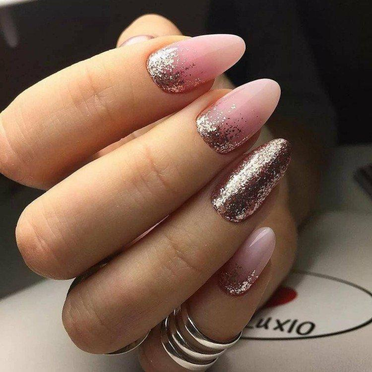 Омбре на ногтях с блестками - фото