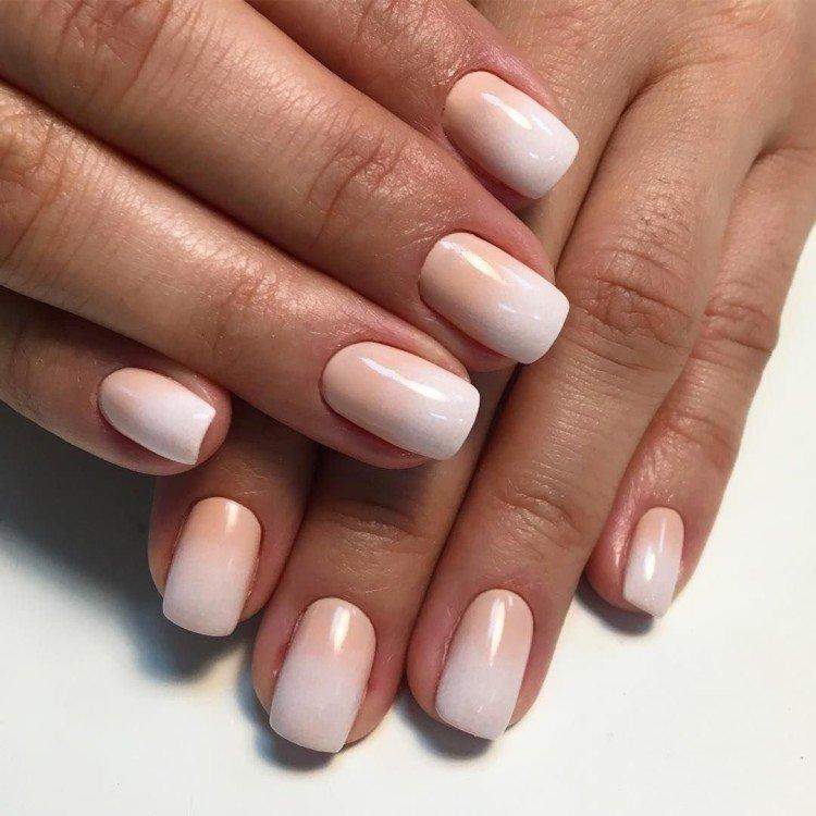 Нюдовое омбре на ногтях - фото